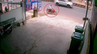 Táo tợn trộm xe giữa ban ngày