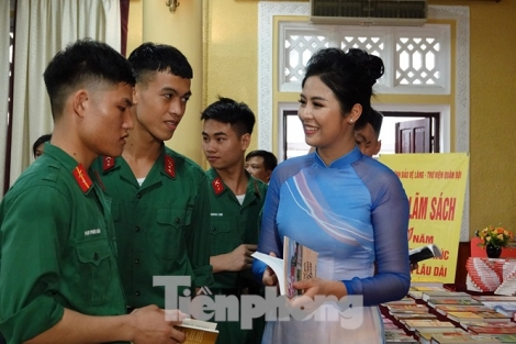 Hoa hậu Ngọc Hân: Học theo Bác là 'yêu Tổ quốc, yêu đồng bào'