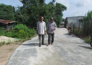 Người dân khu phố Thanh Bình A hiến đất làm đường