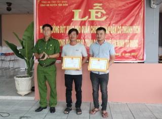 Khen thưởng đột xuất quần chúng xuất sắc trong phòng chống tội phạm