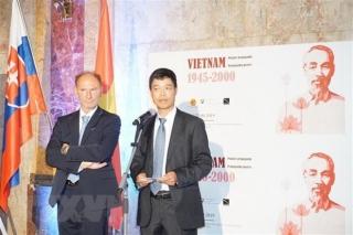 Triển lãm 'Tranh Cổ động Việt Nam, 1945-2000' tại Slovakia