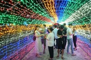 Khai mạc hoạt động trình chiếu hiệu ứng ánh sáng led