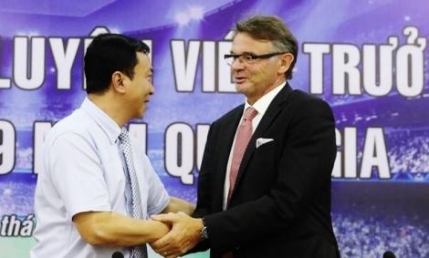 Chờ 'cây đũa thần' của Philippe Troussie giúp bóng đá trẻ Việt Nam 'trở mình'