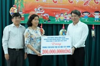 Tặng 500 triệu đồng cho các cơ sở giáo dục, nuôi dạy, chăm sóc người khuyết tật ở Tây Ninh
