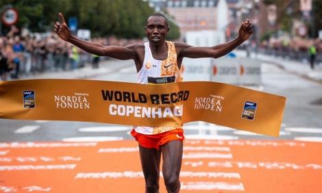 VĐV Kenya phá sâu kỷ lục thế giới chạy half marathon