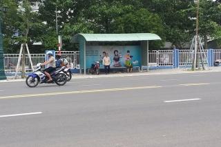 Cần nâng cấp nhà chờ xe buýt phục vụ nhân dân
