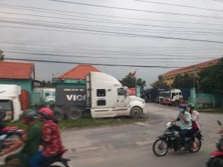 Bãi xe container gây ảnh hưởng đến trường học