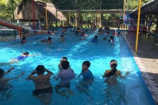 Châu Thành: Dạy bơi miễn phí cho trẻ