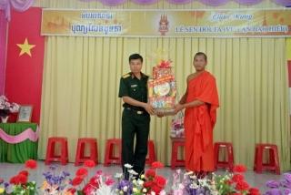 Lãnh đạo tỉnh chúc mừng lễ Sen dolta của đồng bào dân tộc Khmer xã Thạnh Tân