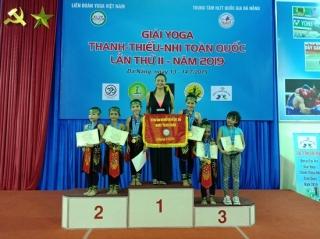 CLB Yoga Dung Phạm: Được mùa huy chương