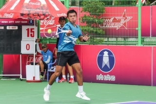 Hai tay vợt chủ nhà Daniel Nguyễn và Lý Hoàng Nam vào tứ kết