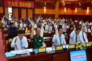 Thông qua chủ trương thành lập hai thị xã Trảng Bàng và Hoà Thành