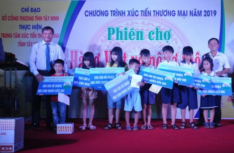 Khai mạc phiên chợ hàng Việt về nông thôn tại huyện Châu Thành