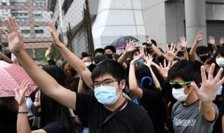 Hong Kong bắt 77 người đeo khẩu trang