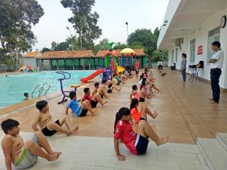 Thành phố Tây Ninh: Khai giảng lớp dạy bơi miễn phí cho trẻ em