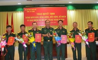 Bộ CHQS Tây Ninh: Trao quyết định thăng quân hàm
