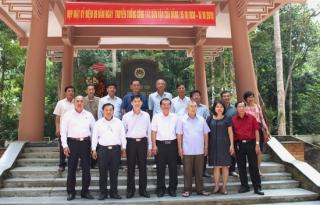 Họp mặt kỷ niệm Ngày truyền thống công tác Dân vận của Đảng (15.10)