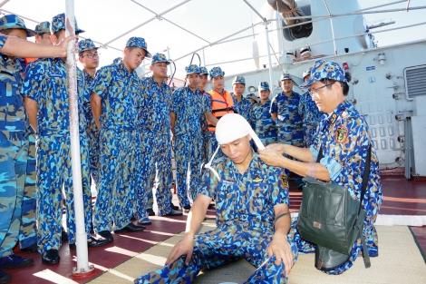 Vùng 2 Hải quân kiểm tra toàn diện Lữ đoàn Tàu săn ngầm 171