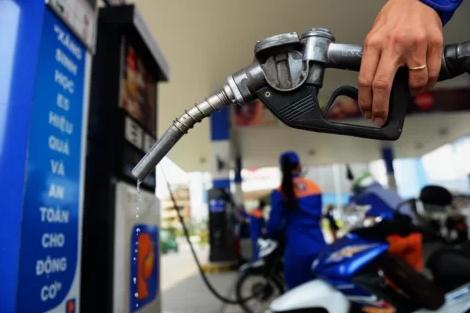 Giá xăng giảm 300 đồng/lít