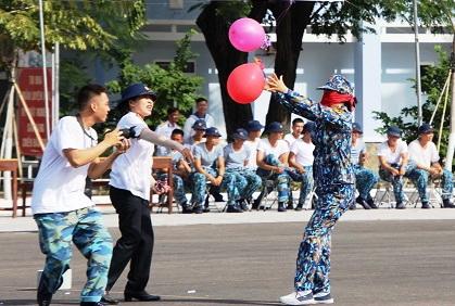 Tàu săn ngầm Vùng 2 chào mừng Ngày Phụ nữ Việt Nam
