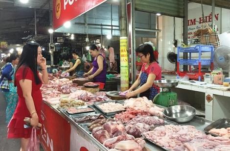 """Nông dân không dám tái đàn, giá thịt heo tăng """"chóng mặt"""""""