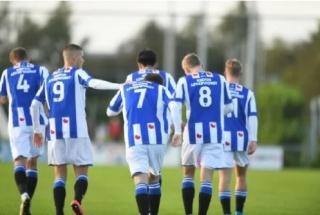 Đoàn Văn Hậu kiến tạo thành bàn cho đội dự bị Heerenveen