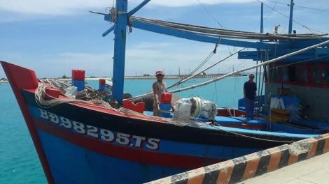 Cấp cứu kịp thời ngư dân bị tai nạn lao động trên biển