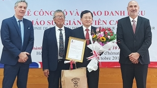 Bác sĩ Việt được Pháp phong hàm giáo sư