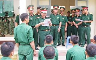 Chính ủy Quân khu 7 kiểm tra Trung đoàn 271, Sư đoàn 5