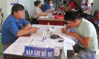 """Tuổi trẻ Tân Biên hưởng ứng """"Ngày thứ 2, thứ 6 tình nguyện hỗ trợ giải quyết thủ tục hành chính cho nhân dân"""""""