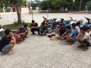 Bắt nhóm thanh niên đá gà ăn tiền
