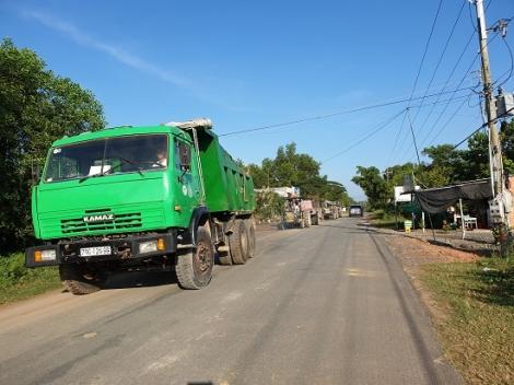 Cần tăng cường tuần tra, xử lý xe tải nặng trên đường 796