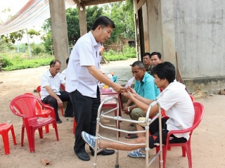 Ban ATGT Tây Ninh thăm nạn nhân, gia đình có nạn nhân tử vong do TNGT