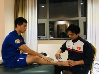 Bác sĩ đội tuyển U23 Việt Nam: 'Nghề cân não'