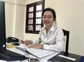 Nữ thư ký toà án tận tuỵ với công việc