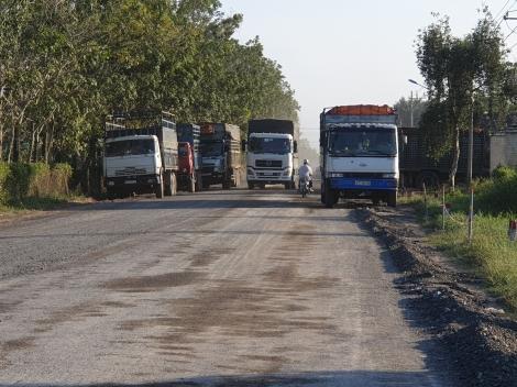 Hành lang an toàn giao thông quốc lộ 22B tiếp tục bị lấn chiếm