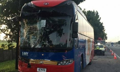 Xe buýt chở VĐV Việt Nam gặp nạn ở SEA Games