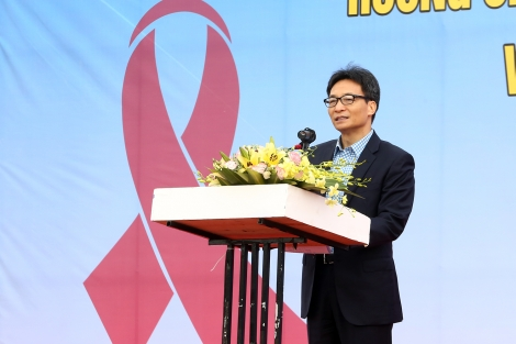 Điều trị người nhiễm HIV: Vấn đề không ở kinh phí!