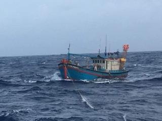 Tàu 640 kịp thời cứu tàu cá gặp nạn