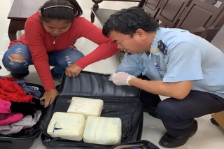 Bắt nữ hành khách mang 5 kg ma túy qua biên giới