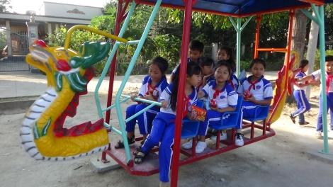Khánh thành công trình cụm trò chơi cho thiếu nhi xã Thạnh Tân