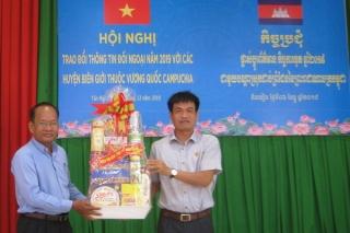 Tân Biên: Trao đổi thông tin đối ngoại với các huyện giáp biên