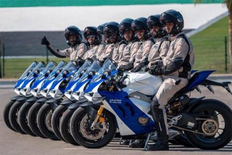Dàn siêu môtô hàng 'khủng' của cảnh sát UAE