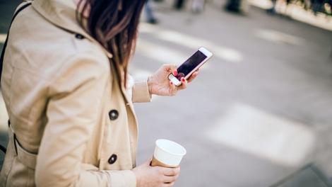 Nhiều người bị tổn thương đầu, cổ do dùng smartphone