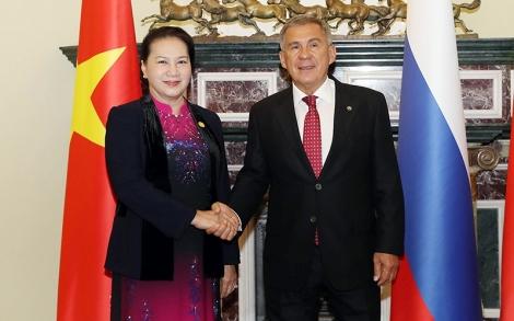 Chủ tịch QH Nguyễn Thị Kim Ngân gặp Tổng thống CH Ta-ta-xtan, LB Nga