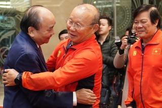 Hình ảnh Thủ tướng Nguyễn Xuân Phúc gặp các đội tuyển bóng đá Việt Nam