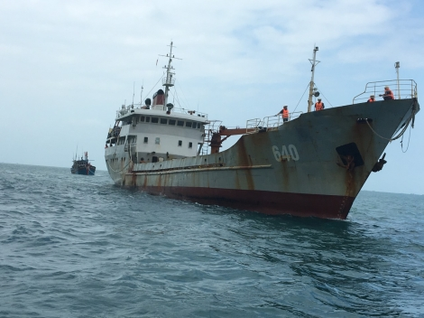 Tàu 640 cứu nạn và lai dắt tàu cá KH 917.91 TS về Côn Đảo an toàn