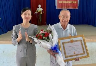 Châu Thành: Trao huy hiệu 60 và 55 năm tuổi Đảng