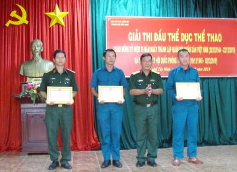 Tổ chức giải thể thao chào mừng ngày thành lập QĐND Việt Nam