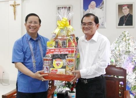 Lãnh đạo tỉnh chúc mừng giáng sinh tại Giáo phận Phú Cường